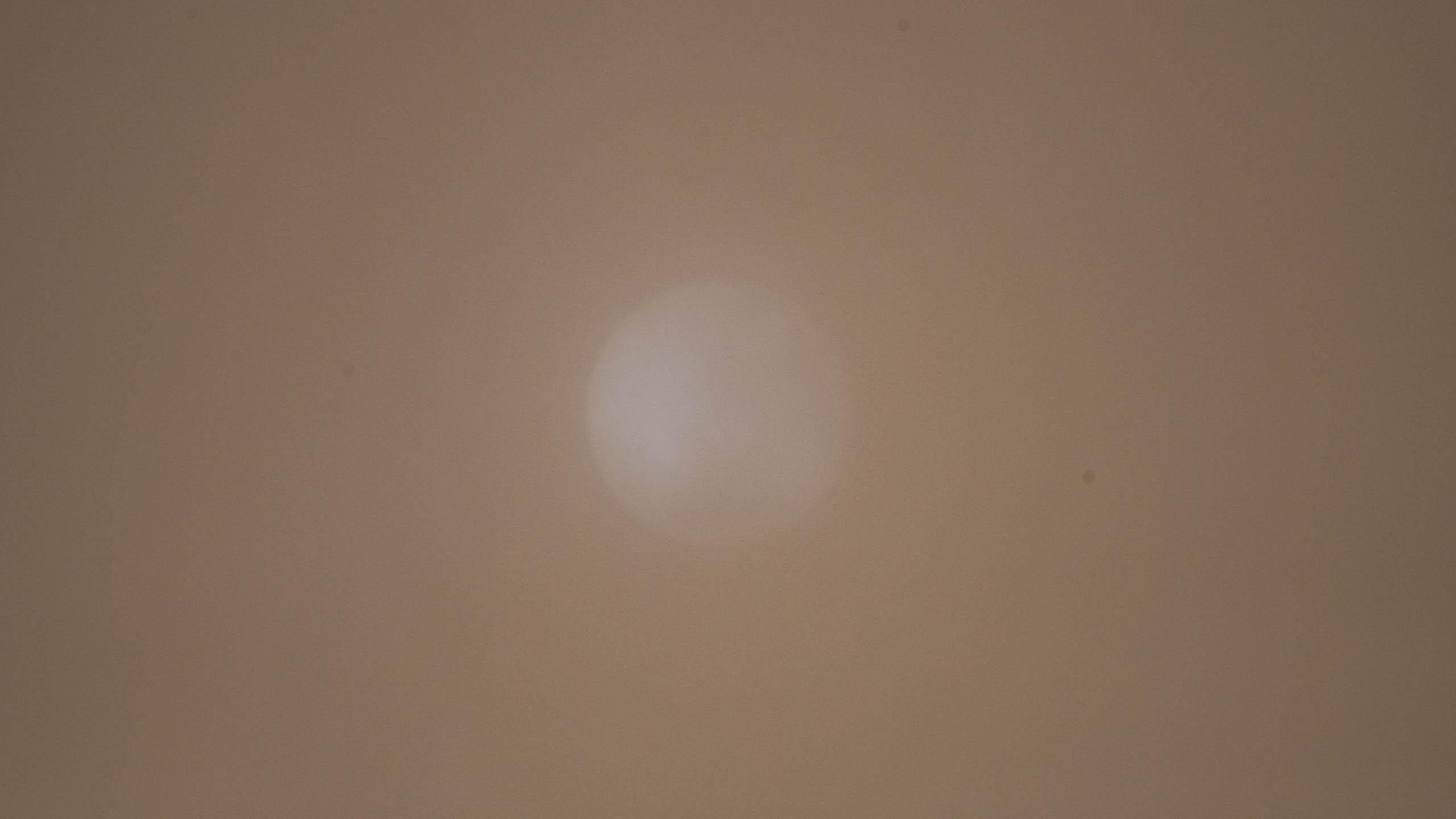 soleil voilé par le sable